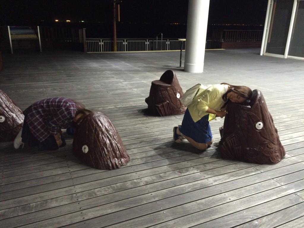 海ほたるの椅子(?)で遊ぶ