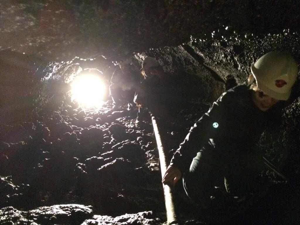 洞窟狭い!